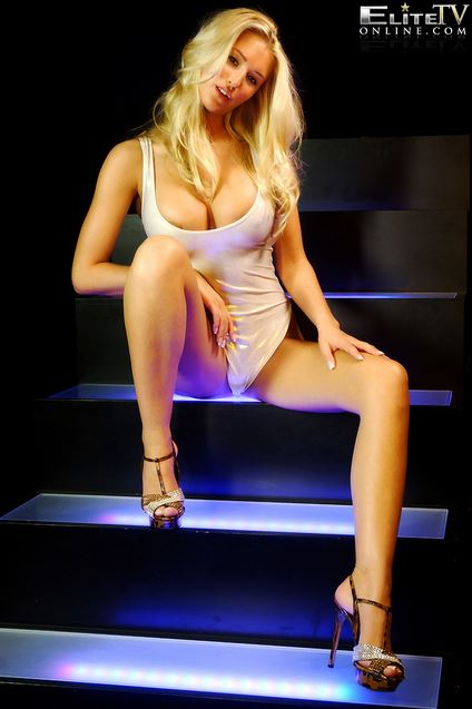 merican-babe-of-the-day-danica-thrall-6