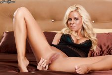 now-thats-merican-babe-of-the-day-nicole-graves-12
